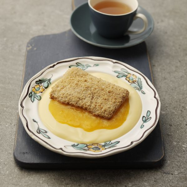 Apricot Crumble & Custard